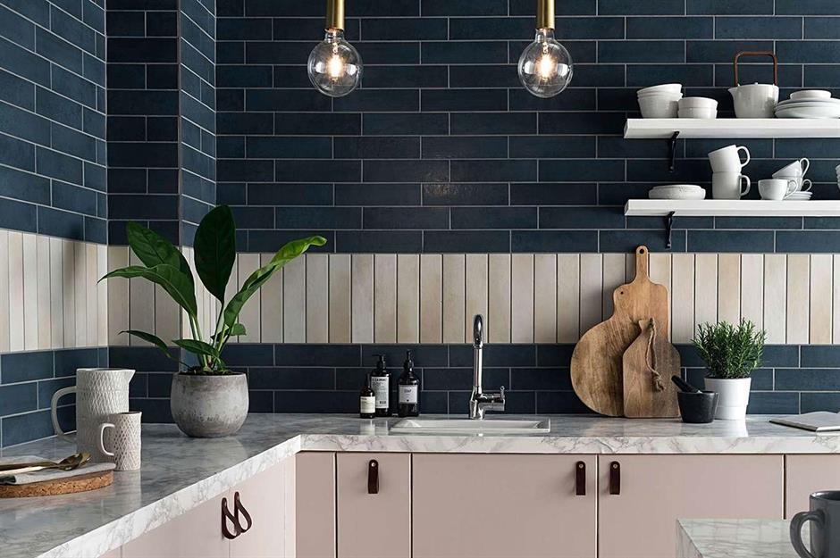 Nên ốp tường bếp bằng gạch gì để vừa đẹp lại vừa dễ dàng lau chùi?